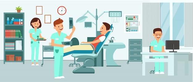 Pacjent leży w fotelu dentystycznym na spotkanie dentysta