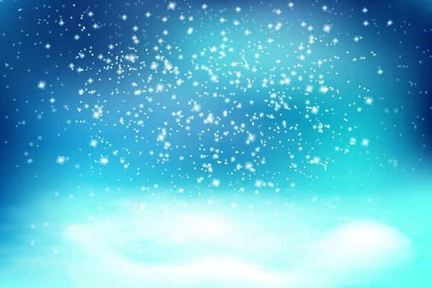 Padający biały śnieg i zaspy