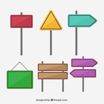 Pakiet kolorowych znaków drogowych w płaskim stylu