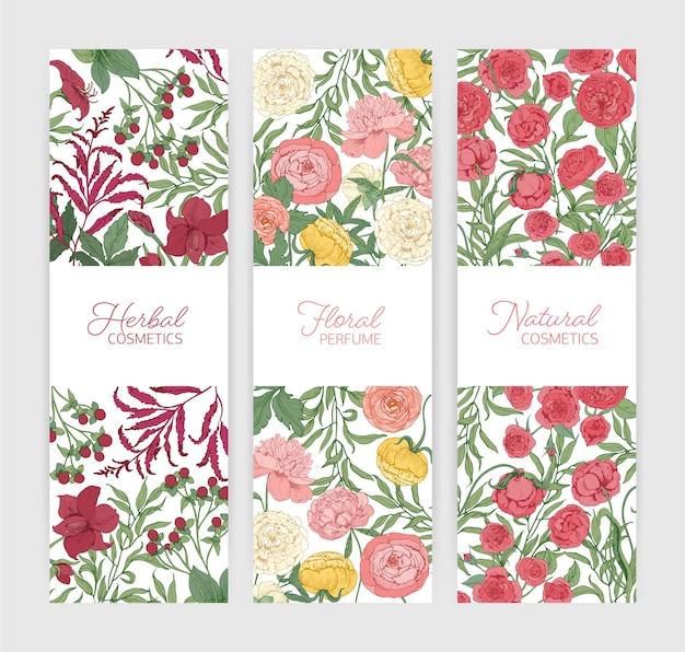 Pakiet szablonów pionowych banerów kwiatowych ozdobionych pięknymi dziko kwitnącymi kwiatami i kwitnącymi ziołami.