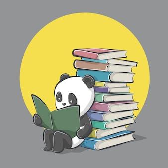 Panda czyta książkę i siedzieć oparty o stos książek