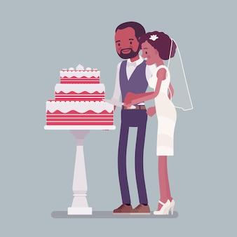 Panna młoda, pan młody cięcie tort na ceremonii ślubnej