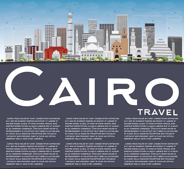 Panoramę kairu z szarymi budynkami, błękitne niebo i miejsce.