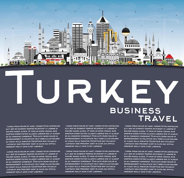 Panoramę miasta turcja z szarymi budynkami, błękitne niebo i miejsce do kopiowania. ilustracja. koncepcja turystyki z zabytkową architekturą. turcja pejzaż miejski z zabytkami
