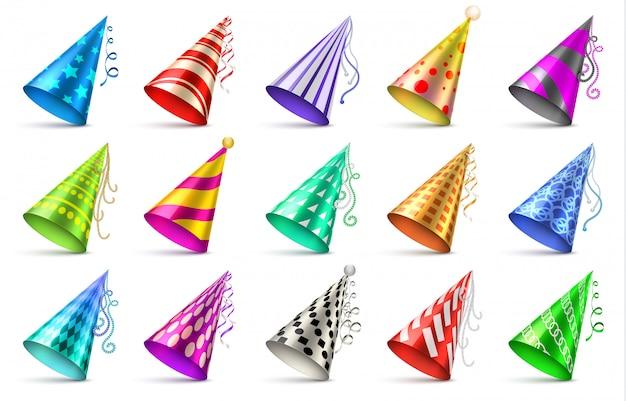 Papierowe kapelusze urodzinowe na białym tle. śmieszne czapki dla uroczystości wektor zestaw