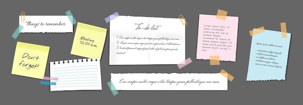Papierowe karteczki samoprzylepne, notatki, notatniki i podarte kartki. pusty notatnik przypomnienia o spotkaniu, lista rzeczy do zrobienia i zawiadomienie o biurze lub tablica informacyjna z notatkami o spotkaniach. wektor eps 10
