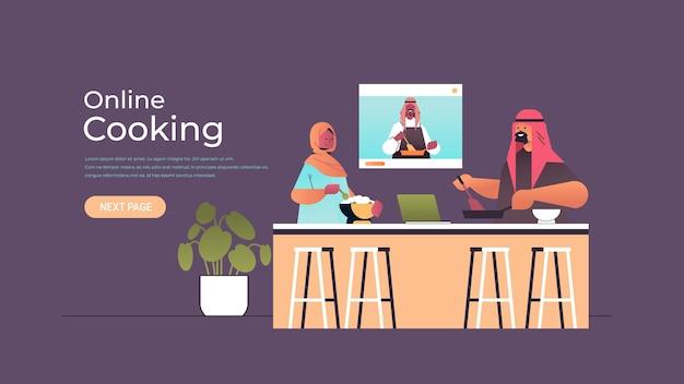 Para blogerów kulinarnych arabskich przygotowująca danie podczas oglądania samouczka wideo z arabskim szefem kuchni w oknie przeglądarki internetowej