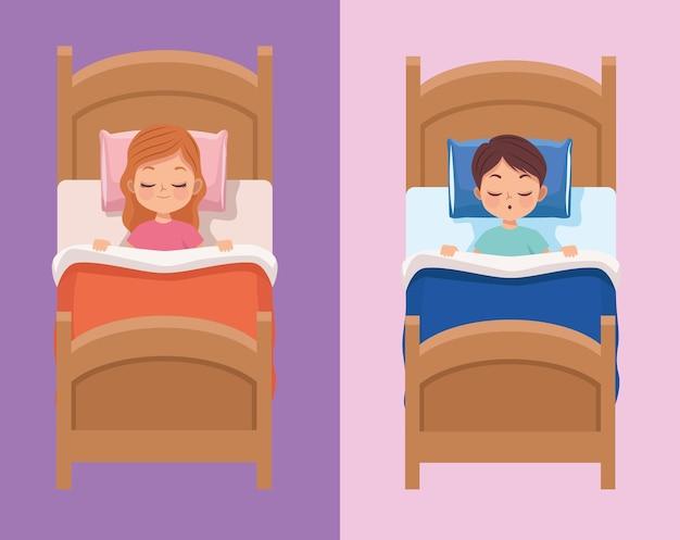 Para dzieci śpi w łóżkach