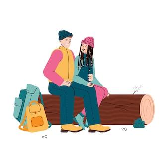 Para młodych turystów mężczyzna i kobieta reszta siedzi na dzienniku, płaski kreskówka na białym tle. znaki związane z tematem wędrówek i turystyki.