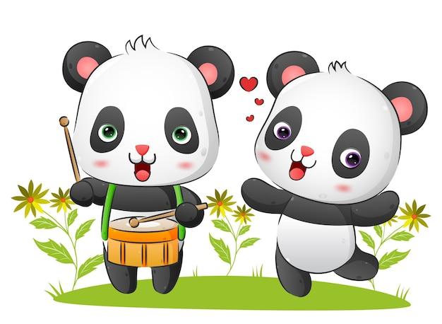 Para muzyków panda gra na bębnie i tańczy z melodią na ilustracji w parku