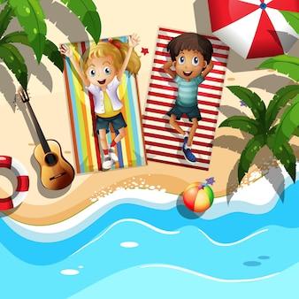 Para relaksująca na plaży
