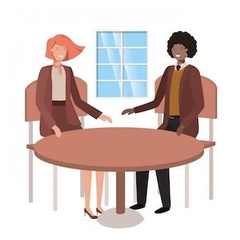 Para siedząca w postaci awatara w salonie
