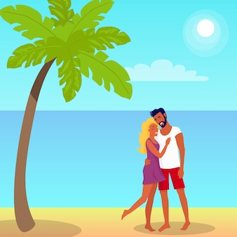 Para stoi i przytula na plaży w palm shade