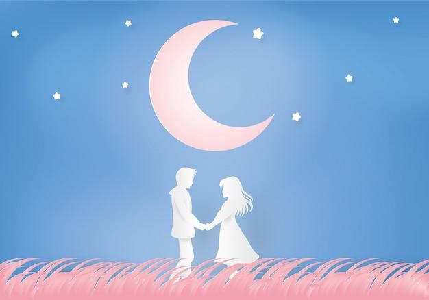 Para trzymając się za ręce pod księżycem