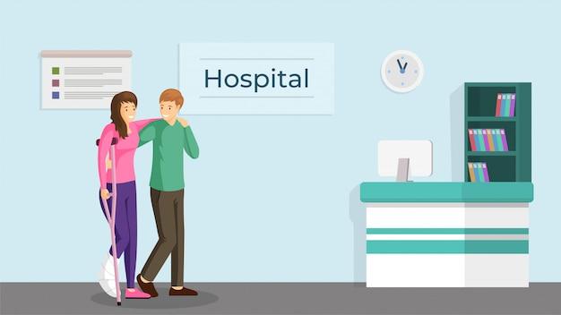 Para w szpitalnej płaskiej ilustraci. szczęśliwy młody mężczyzna i kobieta ze złamaną nogą na kulach postaci z kreskówek. przyjazny wolontariusz pomaga dziewczynce z urazem, centrum rehabilitacji urazów