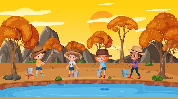 Park o zachodzie słońca z wieloma dziećmi łowiącymi ryby w jeziorze