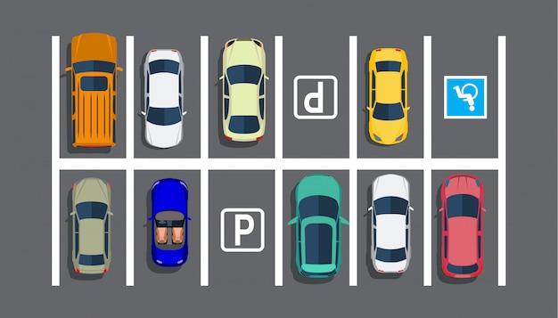Parking miejski z różnymi samochodami.