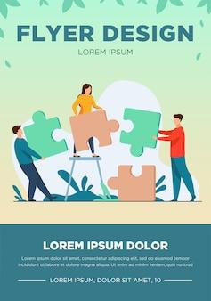 Partnerzy posiadający duże kawałki układanki płaskie wektor ilustracja. udane partnerstwo, metafora komunikacji i współpracy. koncepcja współpracy pracy zespołowej i biznesu.