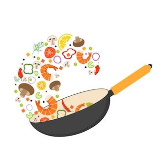 Patelnia do woka, pomidor, papryka, pieprz, pieczarka, krewetki. azjatyckie jedzenie. latające warzywa z owocami morza.