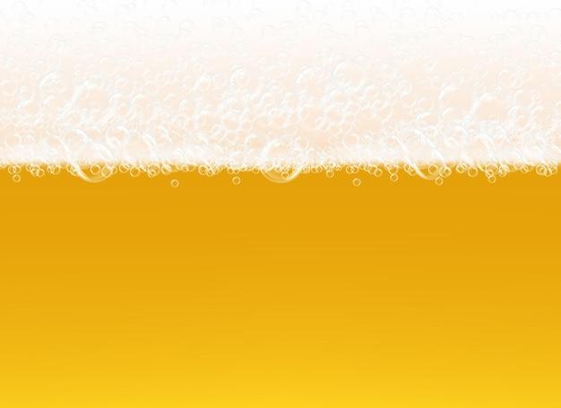 Piana piwna. przezroczysty widok makro pęcherzyki na żółtym tle realistyczny szablon płynny napój alkoholowy.