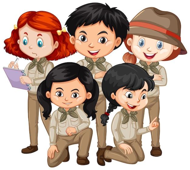 Pięcioro dzieci w stroju safari stoi?