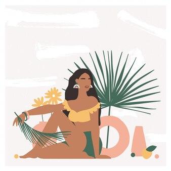 Piękna artystyczna kobieta siedzi na podłodze w nowoczesnym wnętrzu z wazonami i liśćmi palmowymi.