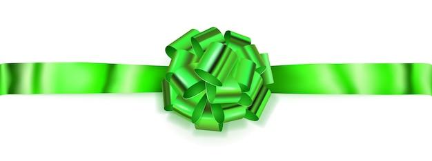 Piękna duża pozioma kokardka wykonana z zielonej błyszczącej wstążki z cieniem na białym tle