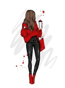 Piękna dziewczyna w stylowe ubrania i przy lampce kawy