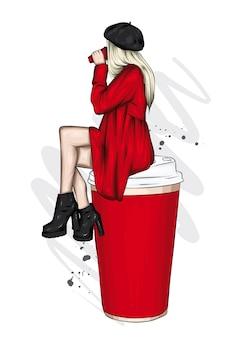 Piękna dziewczyna w stylowych ubraniach i szklance kawy