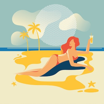 Piękna kobieta opalanie na plaży. letnie wakacje