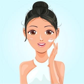 Piękna kobieta z jasnobrązowym kolorem skóry