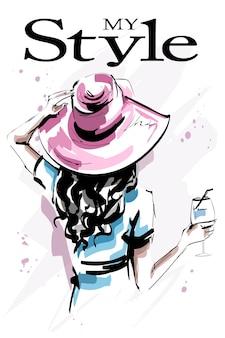 Piękna młoda kobieta w kapeluszu na białym tle