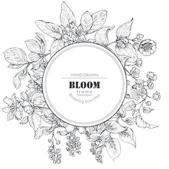 Piękna rama z ręcznie rysowane gałęzie, kwiaty i rośliny. ilustracja wektorowa monochromatyczne w stylu szkicu. szablon na karty, zaproszenia, projekt ślubny