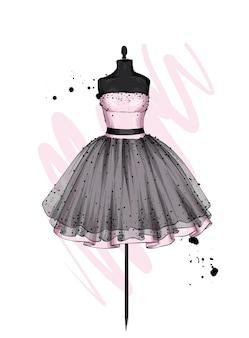Piękna sukienka z bujną spódnicą. ubrania na manekinie.