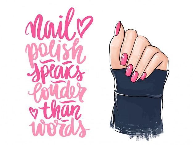 Piękne kobiety ręce z różowym lakierem do paznokci. odręczny napis o paznokciach i manicure.