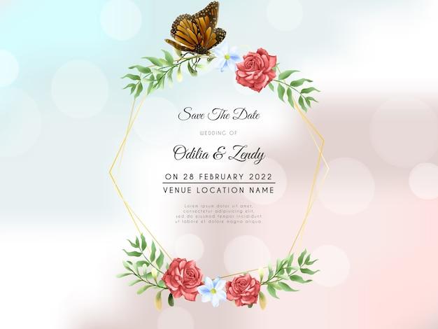 Piękny czerwony wieniec różany z szablonem zaproszenia ślubne motyla