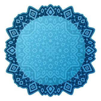 Piękny kolorowy niebieski ilustracja z abstrakcyjnym plemiennym pojedynczym wzorem z miejsca na kopię na białym tle