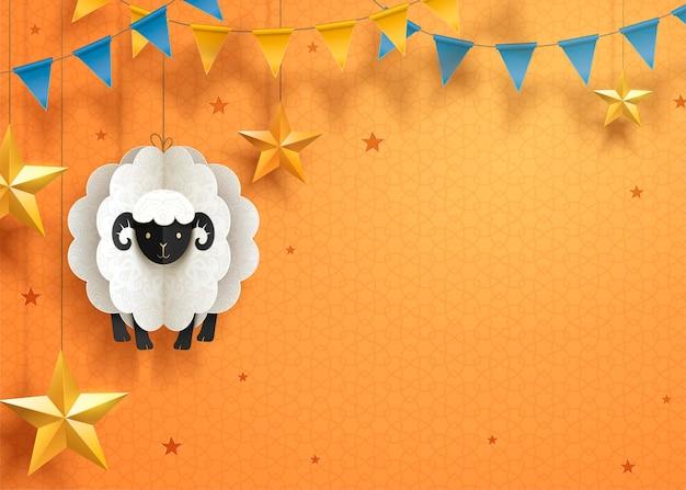 Piękny papierowy projekt eid mubarak z wiszącymi owcami i gwiazdami na pomarańczowej powierzchni, skopiuj miejsce na pozdrowienia