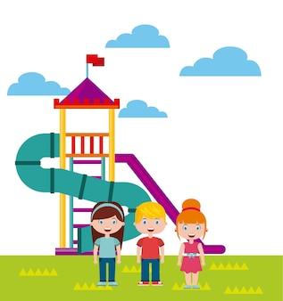 Piękny plac zabaw dla dzieci z dziećmi