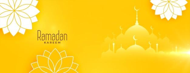Piękny projekt transparentu ramadan kareem żółte kwiaty