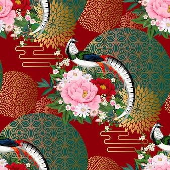 Piękny wzór z bażantem diamentowym siedzącym na gałęzi piwonii z kwitnącą sakura, śliwką i stokrotkami na letnią sukienkę w stylu chińskim