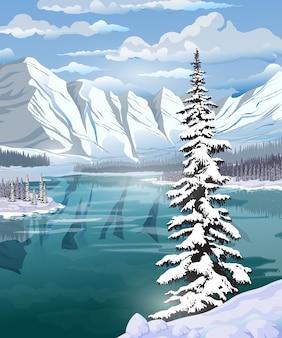 Piękny zimowy krajobraz ze szmaragdowym jeziorem, lasem, górami i dużym świerkiem