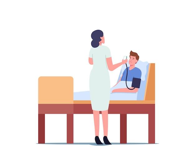Pielęgniarka charakter sprawdzania ciśnienia tętniczego pacjenta. kobieta lekarz za pomocą tonometru cyfrowego urządzenia do pomiaru ciśnienia krwi. sprzęt medyczny, monitorowanie zdrowia. ilustracja wektorowa kreskówka ludzie