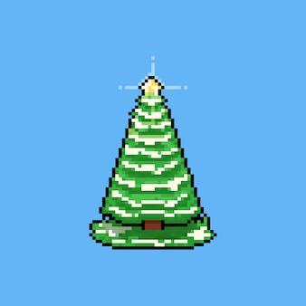 Piksel sztuki kreskówki choinka ze śniegiem na trawie ikona.