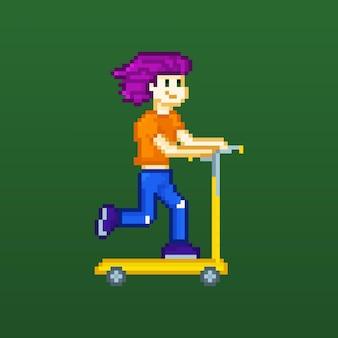 Pikselowy chłopiec nastolatka z fioletowymi włosami na skuterze