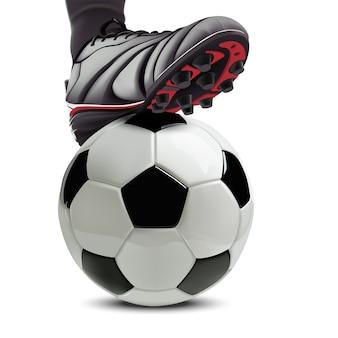 Piłka nożna z nogami piłkarza na nim.