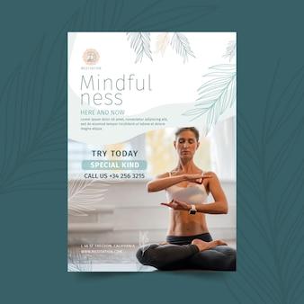 Pionowa ulotka medytacji i uważności