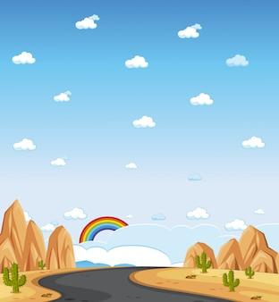 Pionowo natury scena lub krajobrazowa wieś z lasowym widokiem i tęczą w pustym niebie przy dniem