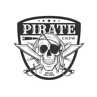 Piracka ikona czaszki i skrzyżowane szable, wektor emblemat z wesołym rogerem w przepasce na oko i bandanie oraz pirackim lunetą i hełmem w tarczy. filibusters szkielet głowy, monochtrom na białym tle etykieta vintage