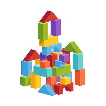 Piramida zbudowana z dziecięcych kostek. zabawkowy zamek do zabawy dla dzieci. mieszkanie